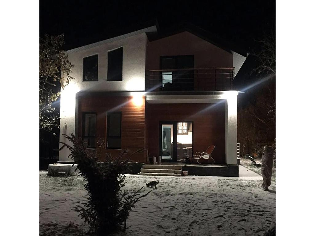 Готовый дом МС-146В, панели БЭНПАН с ночной подсветкой, фото владельца