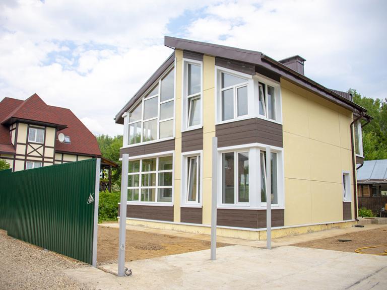 Дом по проекту МС-112 из железобетонных панелей БЭНПАН+. Фасад